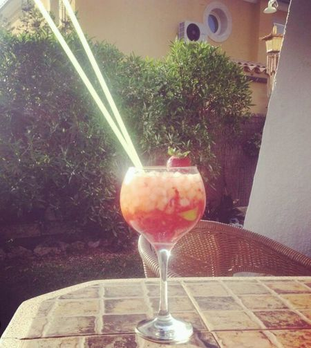 Liquid Lunch Straberry Mojito Cocktails Drinking Drinking In The Sun Afternoon Break Relaxing Cooling