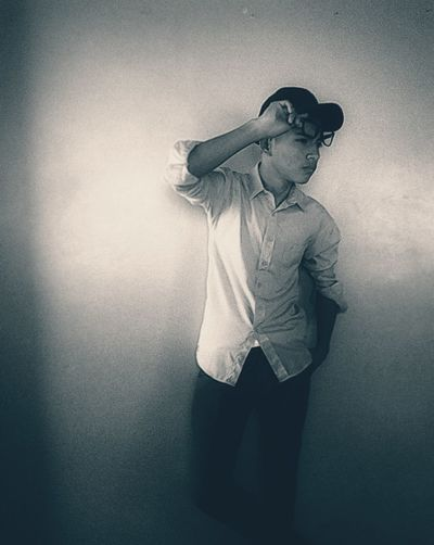 Fecebook Mundial ♥ Casting Model Adrian Linarez Facebook,instagram,twiter Ciudad De México Orgulloso De Ser Venezolano Venezuela MODELOS Arte Escénico En Facebook Salgo Como Adrian Linarez Instagram Igual Indoors  Digital Composite Standing Creativity Emotion Depression - Sadness Sadness Three Quarter Length Real People Anxiety  Contemplation Worried Clothing Unrecognizable Person One Person Young Adult