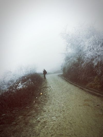 EyeEmNewHere Real People One Person Nature Outdoors The Way Forward China Mianyang Adventure Winter Cold Temperature Holiday Life Mountain Range Rear View Men Moments Stop To Enjoy The View Stop To Feel Take A Break Take A Rest