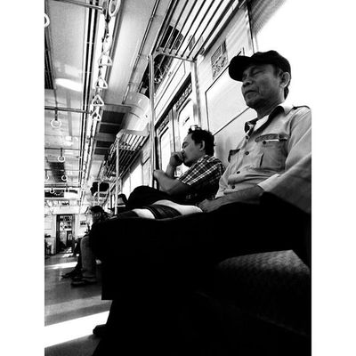 """ Perjalanan yang Tenang "" di Kereta Commute Commuter Commuterlife @commutejkt Train Jakarta INDONESIA Lenovotography Blackandwhite Journey Pocketphotography Photostory Lzybstrd"