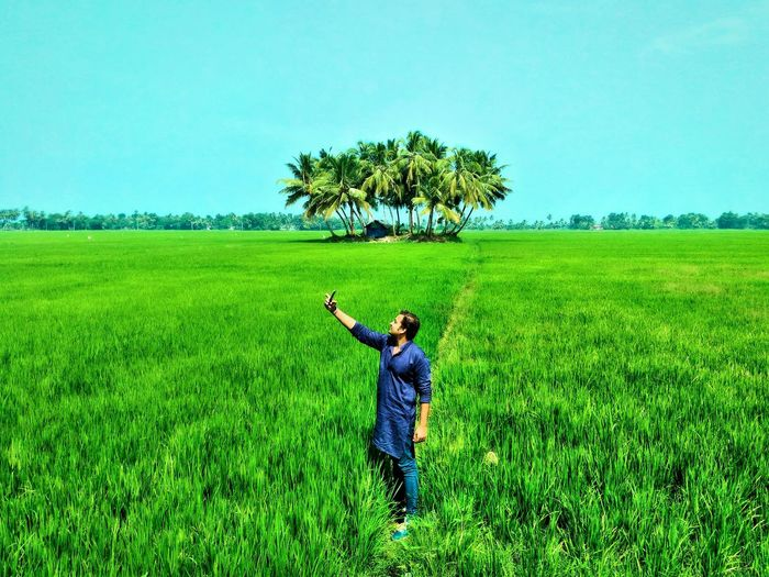 With my buddy on an adventure trip.... I think its best he stopped taking selfies everywhere.. Adventure Buddies Adventure Buddy Taking Photos Selfie Time Photo Of Selfie Greenery Trip Popular Photos Popular Showcase: January The Week On Eyem End Of Summer Youth Of Today Spring Landscapes With WhiteWall Traveling Travel God's Own Country India