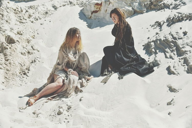 Sister Sisters Black White Blackandwhite Black And White Black & White Light Dark Light And Dark Light And Darkness  Sandstone Sand Dune Sandy Sandstorm Desert Sand Full Length Young Women Togetherness Women Happiness Carefree Fun Scenics