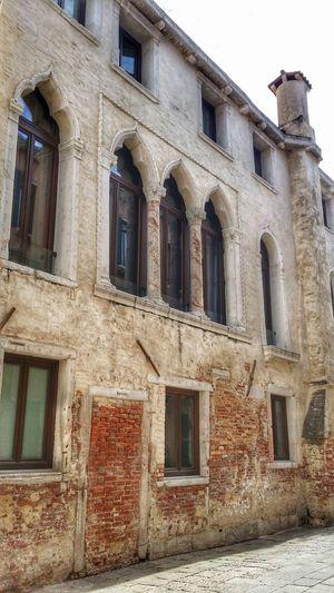 Building Exterior Built Structure Architecture Window Outdoors No People Day Architecture Old City Italy❤️ Venezia Italia Venezia Streamzoofamily Streamzoo Venezia_city Historic