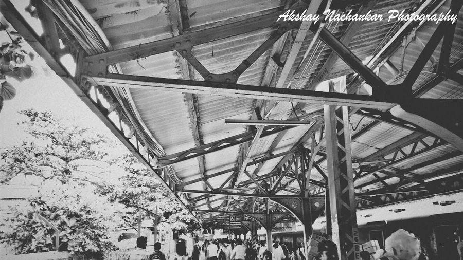 Note4 Photography Monochrome_life Aamchimumbai The City That Never Sleeps Sunnyday Crowded Railway Platform