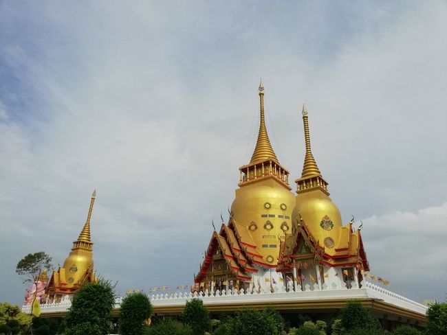 Heaven Thai Temple Buddhist Temple BUDDHISM IS LOVE City Gold Place Of Worship Statue Gold Colored Arrival Spirituality Arts Culture And Entertainment Ancient Royalty Palace Pagoda Monument Shrine Praying Civilization Altar Past Stupa Forgiveness Religious Offering