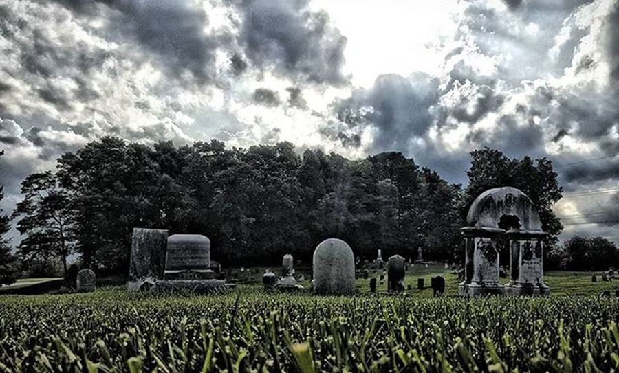 Same shot, full color. Hdr_edits Igersindiana Moodygrams Cemetery Lightandshadow Cloudporn