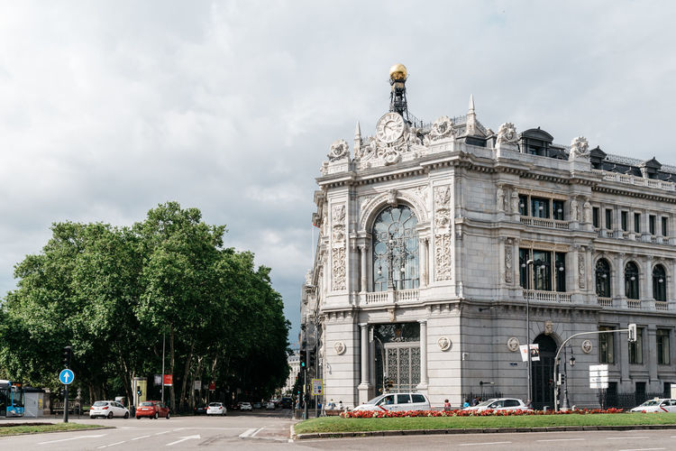 Bank of Spain building Bank Of Spain City Federal Building Financial District  Architecture Bank Banking Building Building Exterior Built Structure Central Bank City Cloud - Sky Euro Famous Place Finance History Landmark Monument Reserve Sky Street Travel