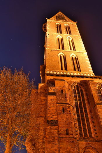 Zu Besuch in Wismar Langzeitbelichtung Long Exposure Long Exposure Night Photography Wismar Mecklenburg-Vorpommern Germany Deutschland Altstadt Architecture Built Structure Night Building Low Angle View Building Exterior Place Of Worship Religion Sky Belief Spirituality Tower Tree Nature History No People The Past Illuminated Astronomy Clock Kirche Church