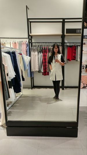 Mượn của Hnoss :)) Hnoss Clothing Store Indoors  Business Freshness Clothes Rack Clothing So Cool Girls Just Wanna Have Fun :) Happiness Smiling Business Finance And Industry Lifestyles Backgrounds 很可爱 Công Cuộc Kiếm Cơm