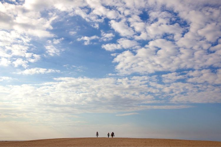 Horizon people Norfolk Skies Sky Cloud - Sky Land Beauty In Nature Group Of People Scenics - Nature Nature Real People Leisure Activity Lifestyles Tranquility Tranquil Scene Day Sand Beach Horizon Women Men Landscape