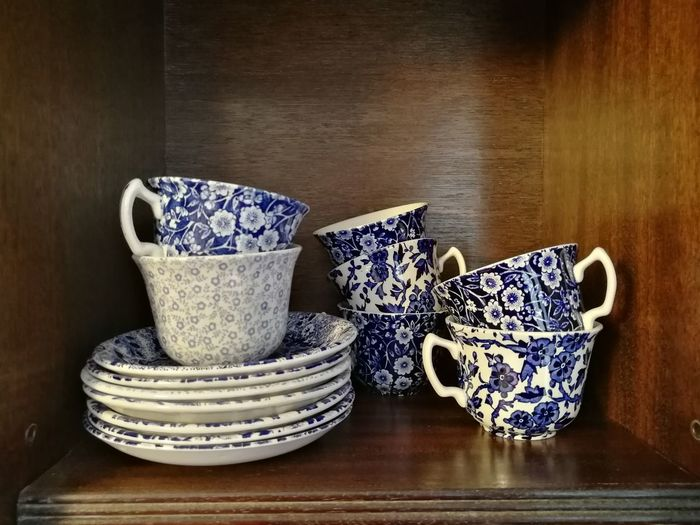 Burleigh cups and saucers Cupboard Ceramics Arden Calico Felicity Pattern Blue And White Blue And White China Stoke-on-Trent Wood - Material Rustic Close-up Tea Cup Saucer