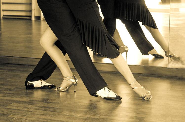 Ballet Ballet Dancer Ballet Studio Dance Floor Dancer Dancing Day Flexibility Flooring Hardwood Floor Human Body Part Human Leg Indoors  Leisure Activity Low Section People Performance Performing Arts Event Practicing Real People Skill  Togetherness Women
