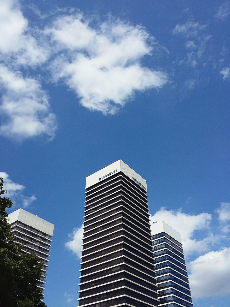 LOW ANGLE VIEW OF MODERN OFFICE BUILDING AGAINST SKY