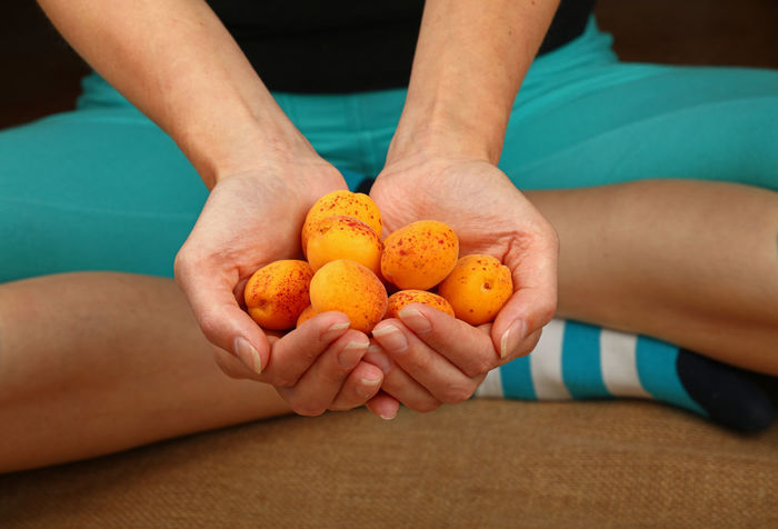 Woman hands giving suggesting handful of fresh apricots fruits Adult Adults Only Apricot Apricots Day Food Food And Drink Freshness Fruit Fruits Fruits And Vegetables Fruits ♡ Healthy Healthy Eating Healthy Food Healthy Lifestyle Human Body Part Human Hand Orange - Fruit Sammer Sweet Food Vegan Vegetarian Food Food Stories