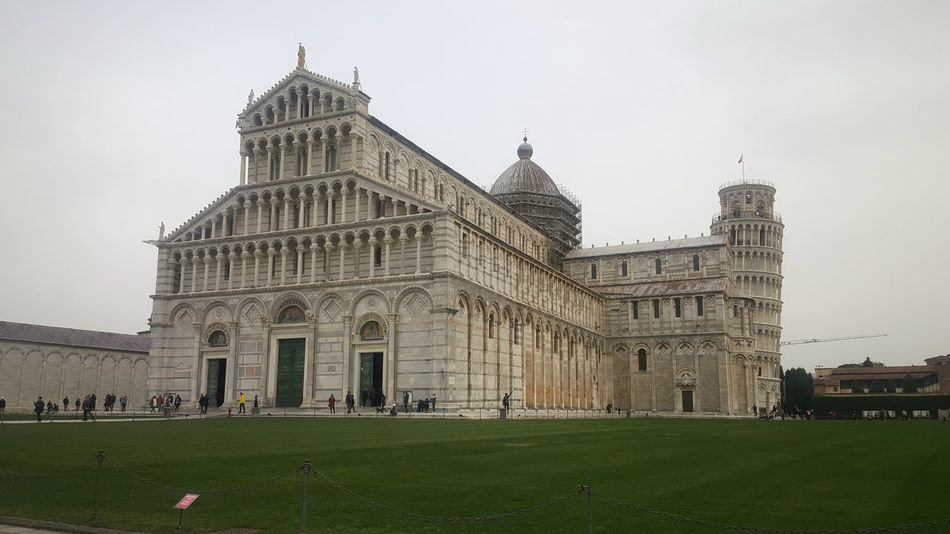 Piazza Dei Miracoli Pisa Pisa, Italy Pisa Tower Duomo Di Pisa Tuscany Tourism Italy❤️ Italy🇮🇹 Architecture Architecture_collection Architecture Photography Church Architecture Church Buildings Tuscany Italy Cathedral Catholic Church
