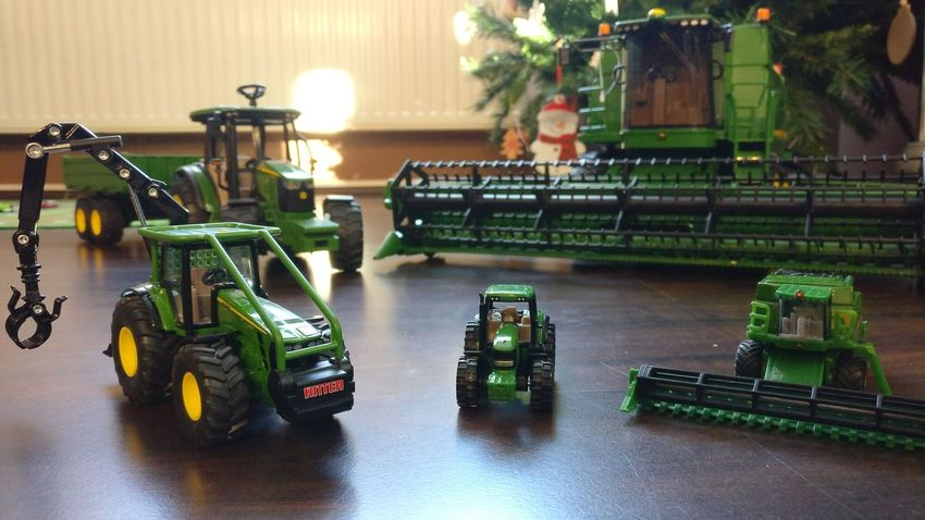 that thing when your dad is working for John Deere importer Oneplus Oneplus3 Shotononeplus NeverSettle Advent Osijek Cityscape Cameraphone Smartphone Smartphonephotography Indoors  John Deere Nothingrunslikeadeere City Night
