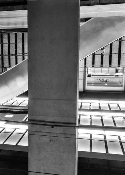 Playing with angles.. All taken with my Motorola Moto X Pure Inception Showcase June Lines Architecture_collection Architectural Detail Vintage Geometric Shapes Mirror Parallel Lines Lines And Shapes Taking Photos Streetphotography Street Photography Blackandwhite Taking Photos City Life Cities At Night Structures & Lines