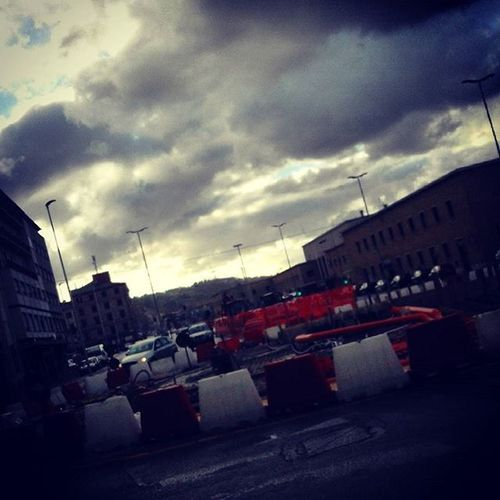 Amo le nuvolve perchè ci posso veder te Ancona Igersancona Streetartancona Instagramancona Instagram Chiaravalle Samsung Fotografia Fotografo Lunedì Stazionediancona