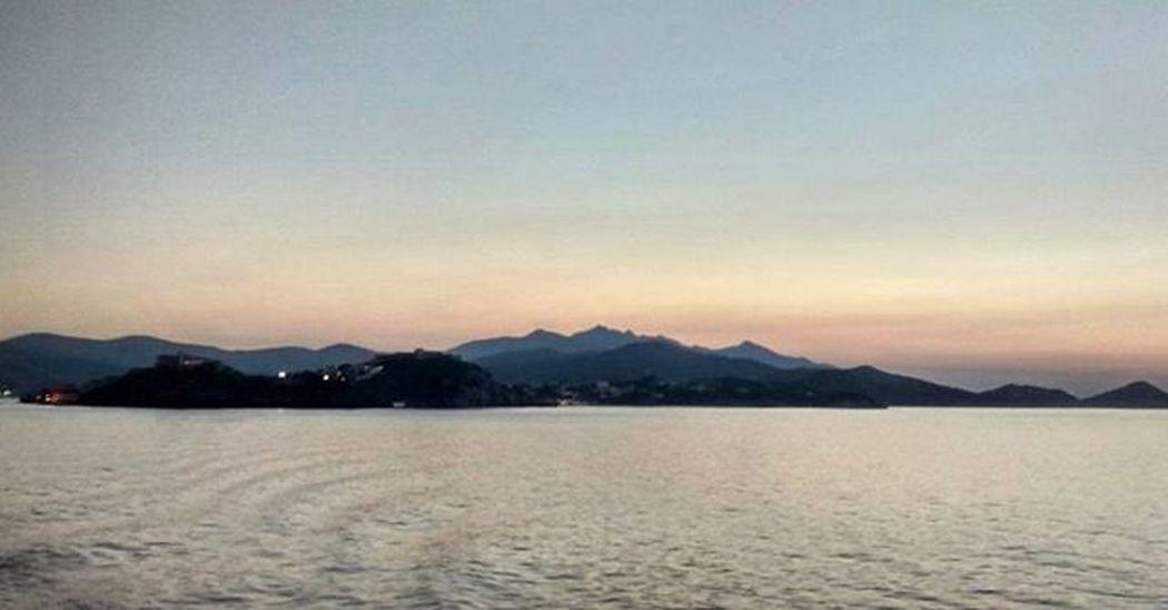 Addicted to you Elba Isoladelba Portoferraio ferryboat sea sunset farewell skyline shadows Toscana tuscanybuzz sky contrast nofilter ig_toscana ig_elba igerselba igerstoscana tramonto Toscana boiabello vivo_toscana vivo_italia