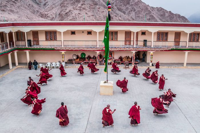 Monks practicing Cham dance for dosmochey festival Winterinladakh Festival Festivalsofindia Himalayanfestival Likerdosmochey Maskdance Incredibleindia LehLadakh Cham Dance Practice Makes Perfect Practicing Dance Monks In Motion Monks Monks Walk Buddhist Mask Dance Circle Dancing EyeEm Best Shots EyeEmNewHere Winter Festival Large Group Of People Red Travel Destinations Adult Politics And Government Outdoors Day People Adults Only The Photojournalist - 2018 EyeEm Awards