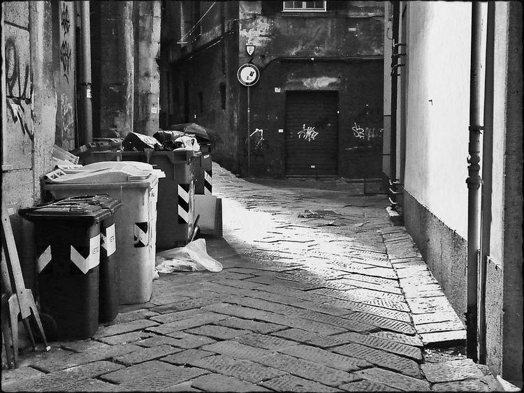 Bw Bnw Bnw_life Bnw_captures Vicoli Street Life Zena4ever Genova ♥ Caruggi