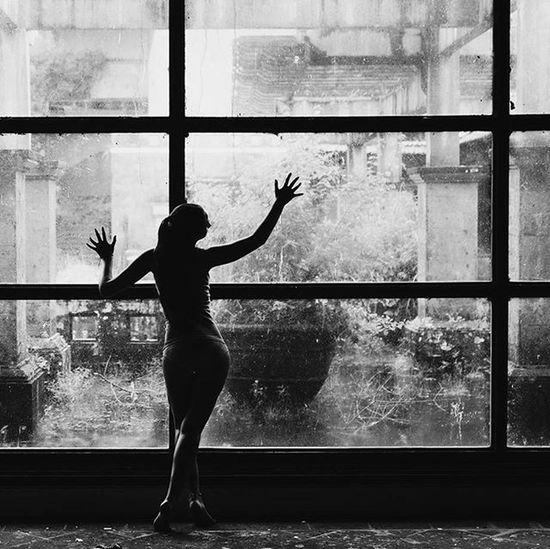 Фотограф в роли модели😱📷 докатилась😂 I Looufen Photosession Blackandwhite White Black Bw Windows Photographer Dark Bali INDONESIA