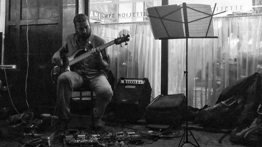 Partituras en Café Streetphotography Streetphoto_bw Streetphotography_bw Street Photography Black & White Blancoynegro Caracas City Cafeteria Musicians The Moment - 2015 EyeEm Awards Modern Workplace Culture