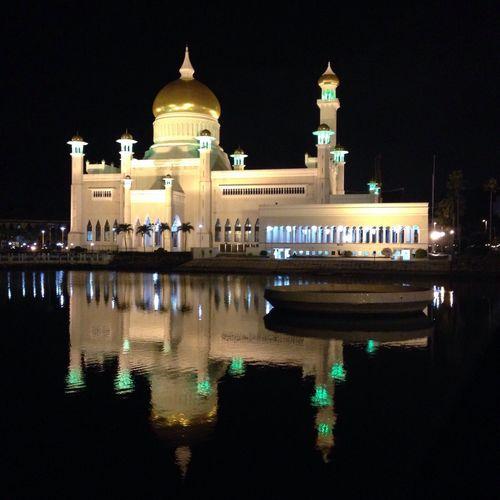 Sultan Omar Ali Saifuddin mosque, Bandar Seri Begawan, Brunei City Cityscapes Architecture