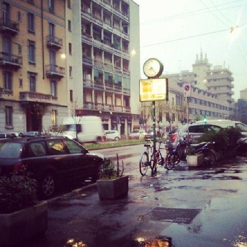 Direi che è un giorno perfetto per andare dalla parrucchiera Nevischio Milano Neve Acqua freddo