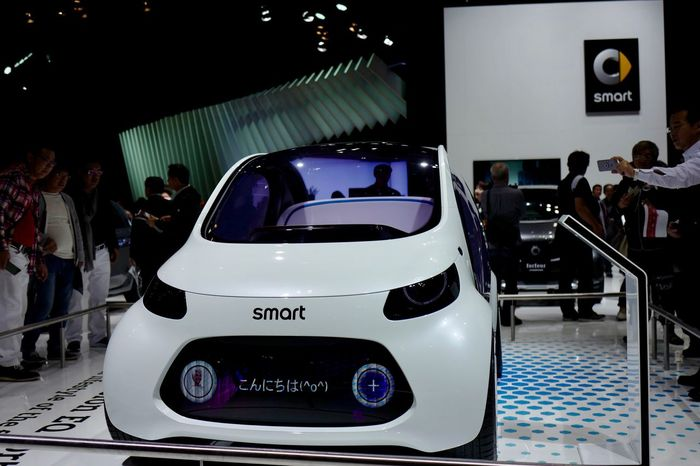 Smart Car Conceptcar Smart Vision EQ Fortwo Film Industry Audience Indoors  Tokyo Motor Show 2017 MecedesBenz Car Point Of View Motor Show LEICA Q Typ116 35mm de Have a Good day