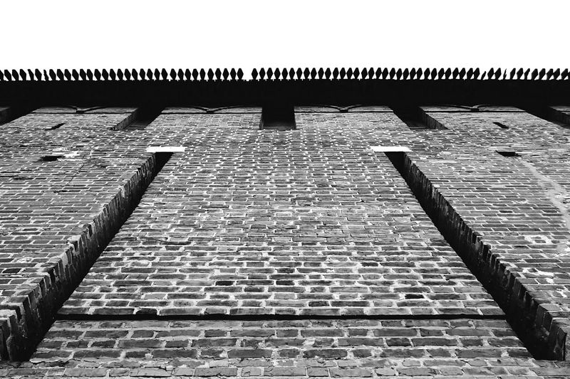 Mobilephotography Streetphotography Streetphoto_bw Blackandwhite Urban Geometry Lookingup Architectural Detail