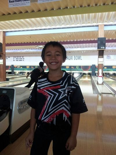 after practice , watching my lil man bowl <3