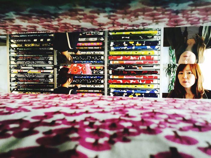 不意打ち ドロフィーズ Marimekko マリメッコ Curtain Cloth Multi Colored Women Business Choice Store Retail  Market Variation Consumerism Shop Window Display