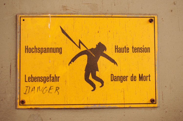 Danger Danger De Mort Electricity  Flash Haute Tension Hochspannung  Lebensgefahr Sign Stromschlag Warning Sign Yellow