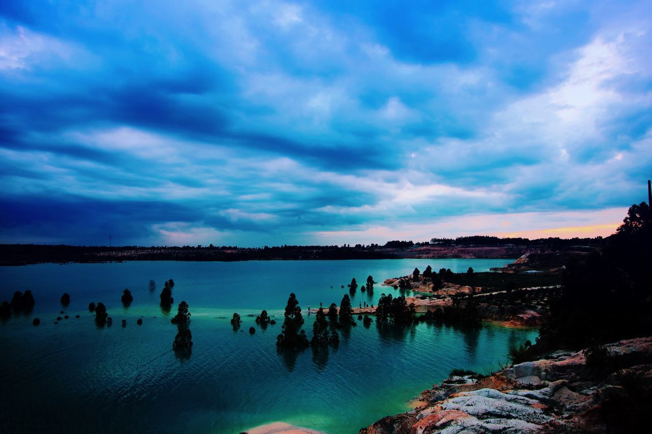 sky, water, cloud - sky, large group of people, nature, beauty in nature, scenics, outdoors, tranquil scene, day, tranquility, vacations, lake, real people, people