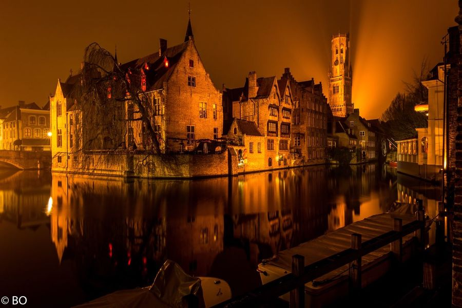 Brügge bei Nacht am Rozenhoedkaai Architecture Rozenhoedkaai Brugge Flandres  Brugge, Belgium Long Exposure Longexposure Reflection Nightphotography Night Lights Built Structure Night Water Urbanphotography Travel Destinations Nachtfotografie Europe Trip Waterfront Canaldistrict Canal Cityscape