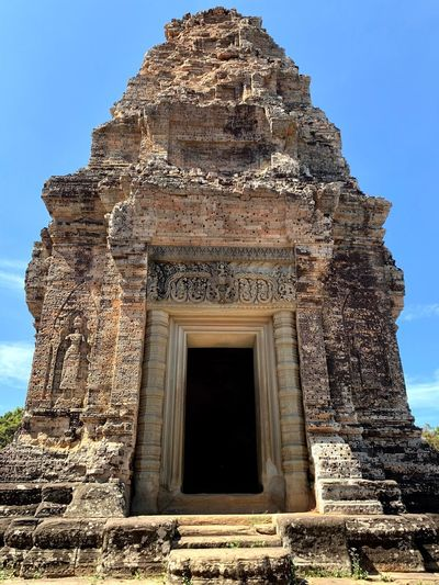 Angkorarcheologicalpark East Mebon Architecture Built Structure Sky History The Past Place Of Worship Religion Ancient Civilization Travel Destinations Ancient Spirituality