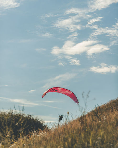 EarthVisuals Artofvisuals Natureaddict WeLiveToExplore Earth_deluxe Helsinkiofficial Visitfinlandjp Visithelsinki Visitfinland Ourplanetdaily EyeEmNewHere Flying Paragliding Parachute Extreme Sports Red Adventure Mid-air Full Length Autumn Sky Kite - Toy Gliding