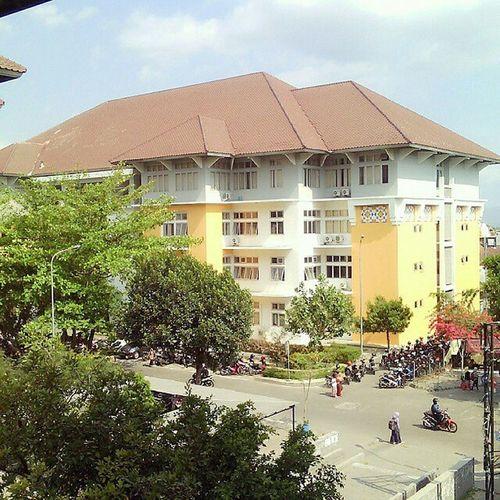 Selamat siang MhsJogja yg baru plang kampus, pulang kuliah. Selamat menikmati santap siang & selamat beritirahat. Kampus  Universitas UINJogja