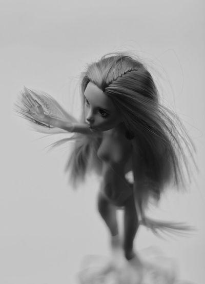 Monochrome Blackandwhite Black&white Woman Doll Monsterhigh Feathers