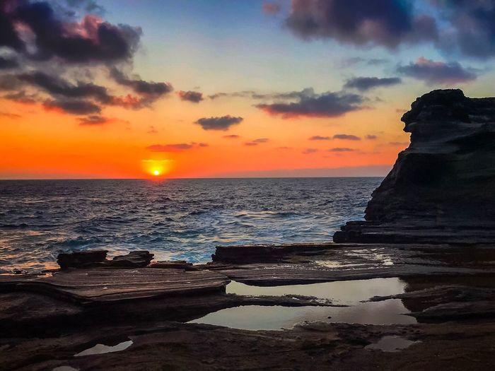 Sea Sunset Horizon Over Water Beauty In Nature Scenics Water Nature Sky Tranquil Scene Tranquility Sun Rock - Object Idyllic Cloud - Sky No People Beach Outdoors Oahu, Hawaii Sunrise