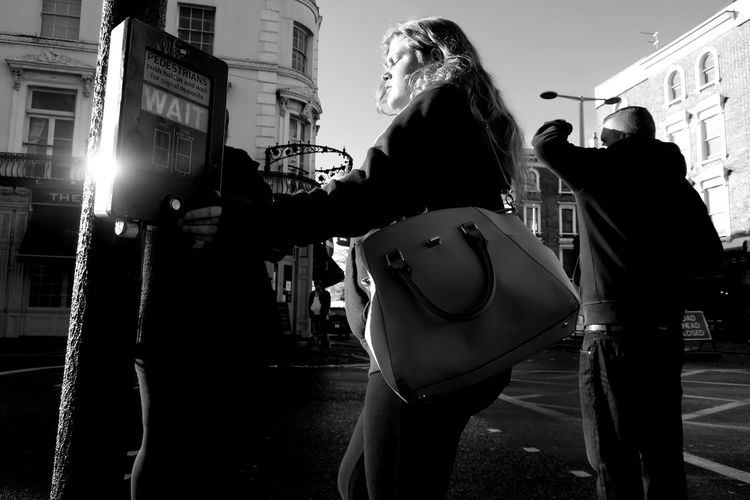 Black And White London Catchin' Some Rays.. Chelsea Fulham Road Last Rays Of Sunlight London Streets Summer Sunshine The Street Photographer - 2017 EyeEm Awards Traffic Lights Warm