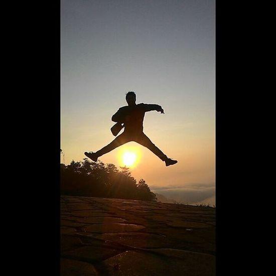 Selamat pagi 😎🍃⛅ photo by : @putrifwp Jump Instanusantaramalang Exploremalang Instamalang INDONESIA Malangalam