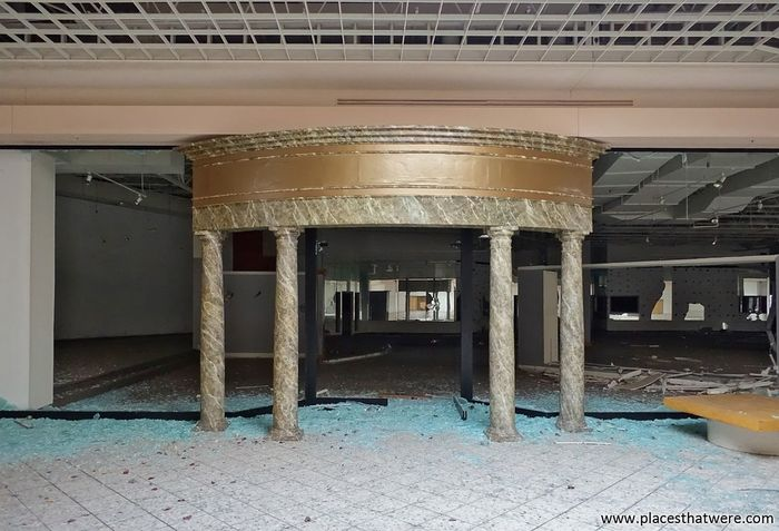 Marble pillars and broken glass. more here: http://www.placesthatwere.com/2017/07/rolling-acres-dead-mall.html Broken Glass Pillars Marble Storefront Store Mall Dead Mall Dead Malls Abandoned Mall Urbex Urban Exploration Abandoned Building Rolling Acres Abandoned Places Abandoned Buildings Abandoned & Derelict Akron Akron Ohio Eerie Creepy Architecture Fancy Abandoned Urban Decay Ruins