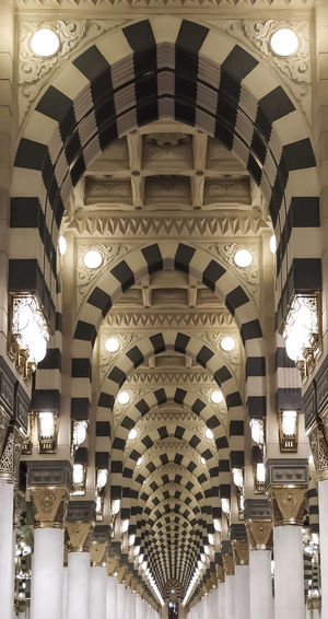 symmetry Mosque Architecture Masjid Al-Haram المسجد الحرام Masjid Mosque Colors Illuminated City Arch Ceiling Luxury Architecture Architectural Design Pendant Light Skylight Hanging Light Architectural Detail Architectural Feature Chandelier Architecture And Art LINE Hanging Roof Beam Arched Light