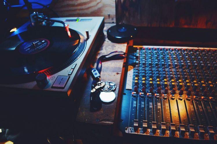 Remember sound. Turntables Vscocam NikonD3100 Music Brings Us Together
