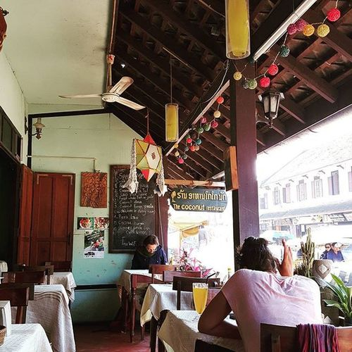☆ 한적함 여유 는 무슨 배고파 !! 팟타이랑 쌀국수 주세요!! 볶음밥도요!! . RAOS Luangprabang Coconutrestaurant 라오스 루앙프라방 코코넛레스토랑