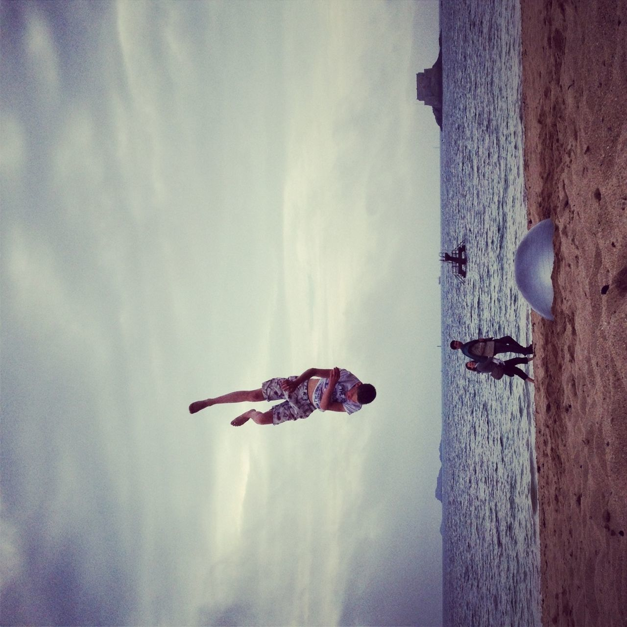 PEOPLE JUMPING IN SEA