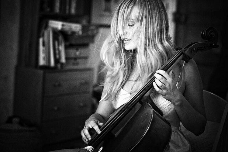 Music EyeEm Music Lover Monochrome Strasbourg the cello lesson. Http://www.graigue.com