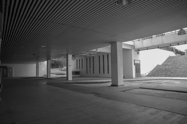 Title: The emptiness alone. Photographed at the underground floor of Shenzhen University Library, China. TechSpec: Nikon D750, F4.5, 1/100 sec, ISO-200, 24mm focal length. Loniness Infinity Gradient Architecture Building Arcade Skewed Contrast Corridor Ceiling Built Structure Architectural Column Library No People Empty Underground Floors Shenzhen University Black & White EyeEmNewHere